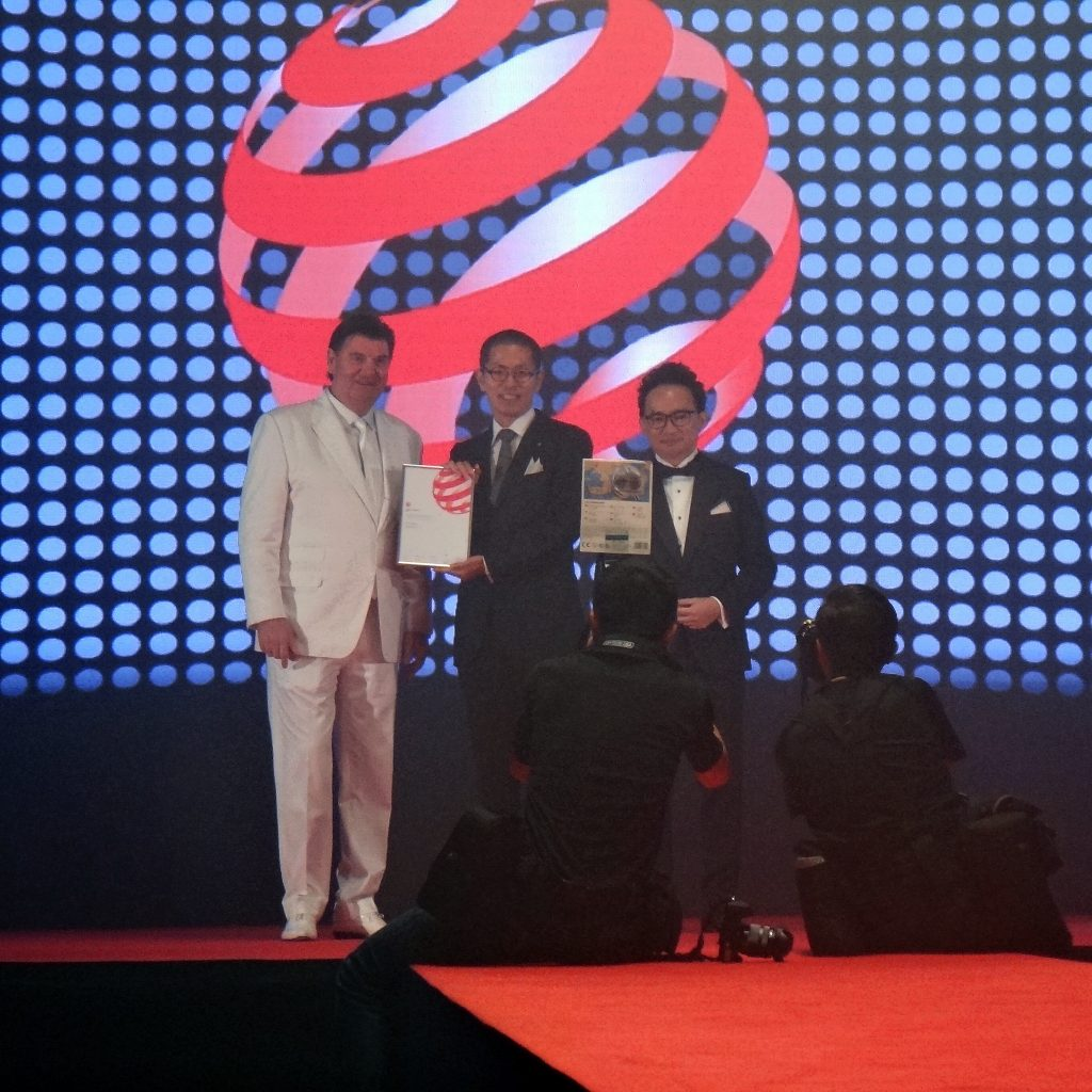 Tadayuki Yakushi, Design Group in Japan, receiving the award from Professor Dr. Peter Zec, founder and CEO of Red Dot